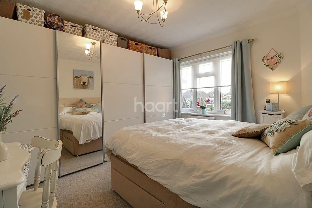3 Bedrooms Bungalow for sale in Orchard Grove, Leigh-On-Sea