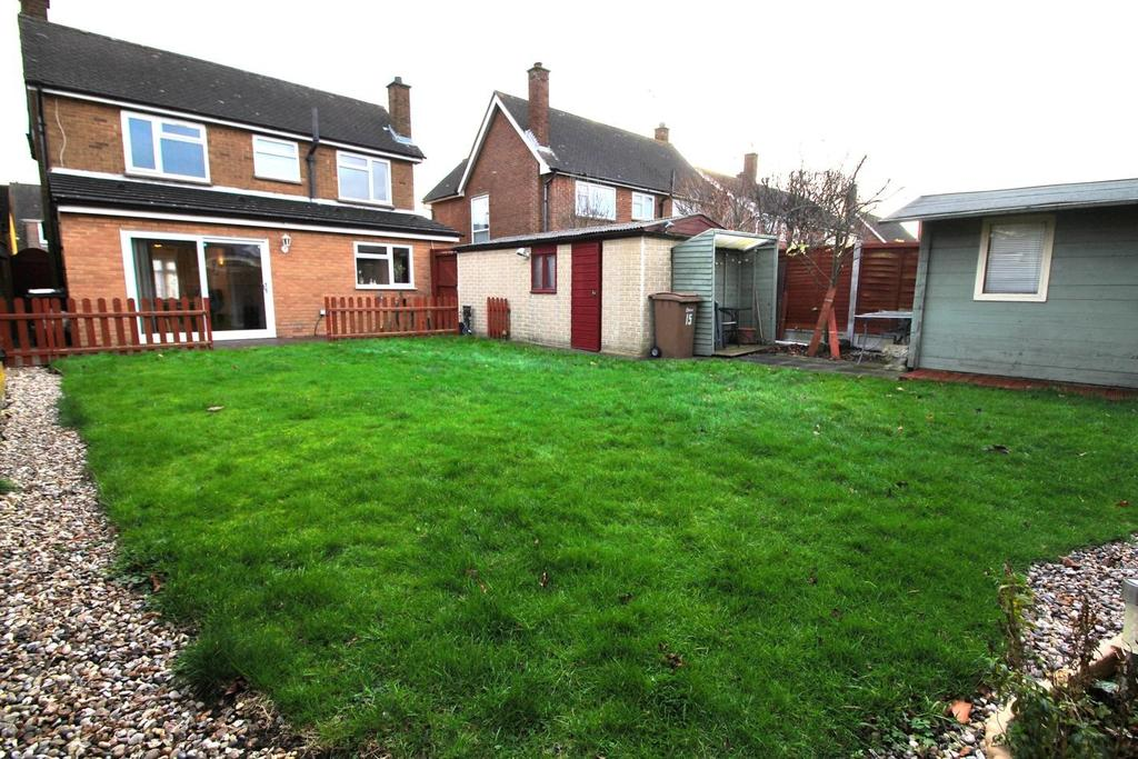 4 Bedrooms Detached House for sale in Helston Road, Springfield, Chelmsford, Essex, CM1