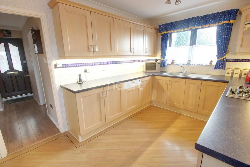 4 Bedrooms Detached House for sale in Elm Park Avenue, Hornchurch