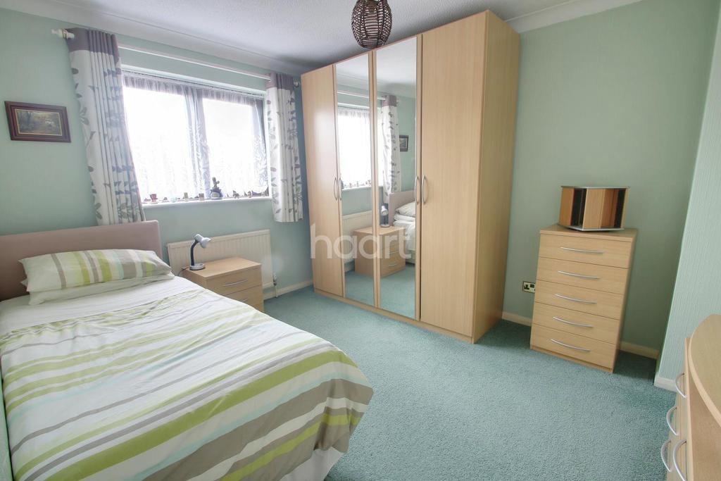 4 Bedrooms Detached House for sale in Elm Park Avenue, Hornchurch