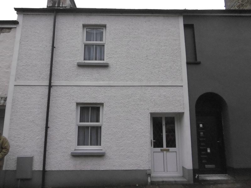 1 Bedroom Terraced House for rent in Church Street, Llandeilo, Carmarthenshire.
