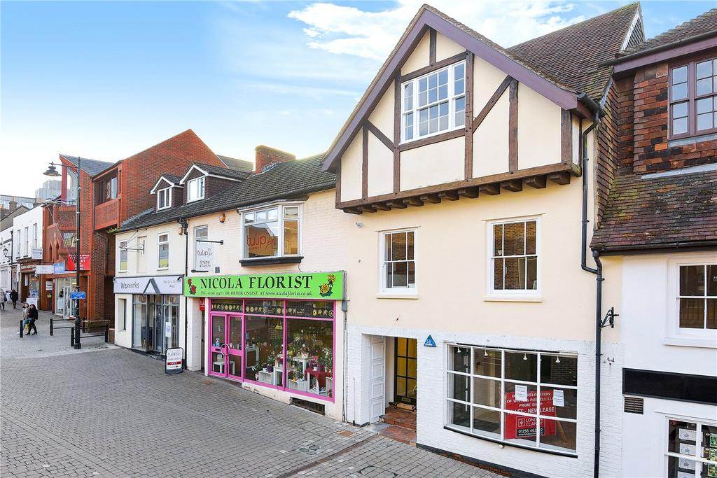2 Bedrooms Flat for sale in The Warren Apartments, 35-37 Church Street, Basingstoke, RG21