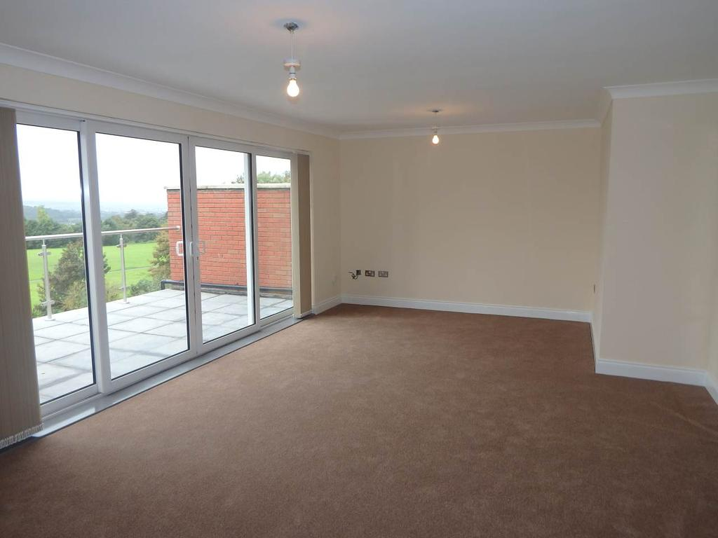 2 Bedrooms Apartment Flat for rent in Parkway Road, Dudley, West Midlands