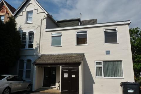 Studio to rent - Bradburne Road, Bournemouth,
