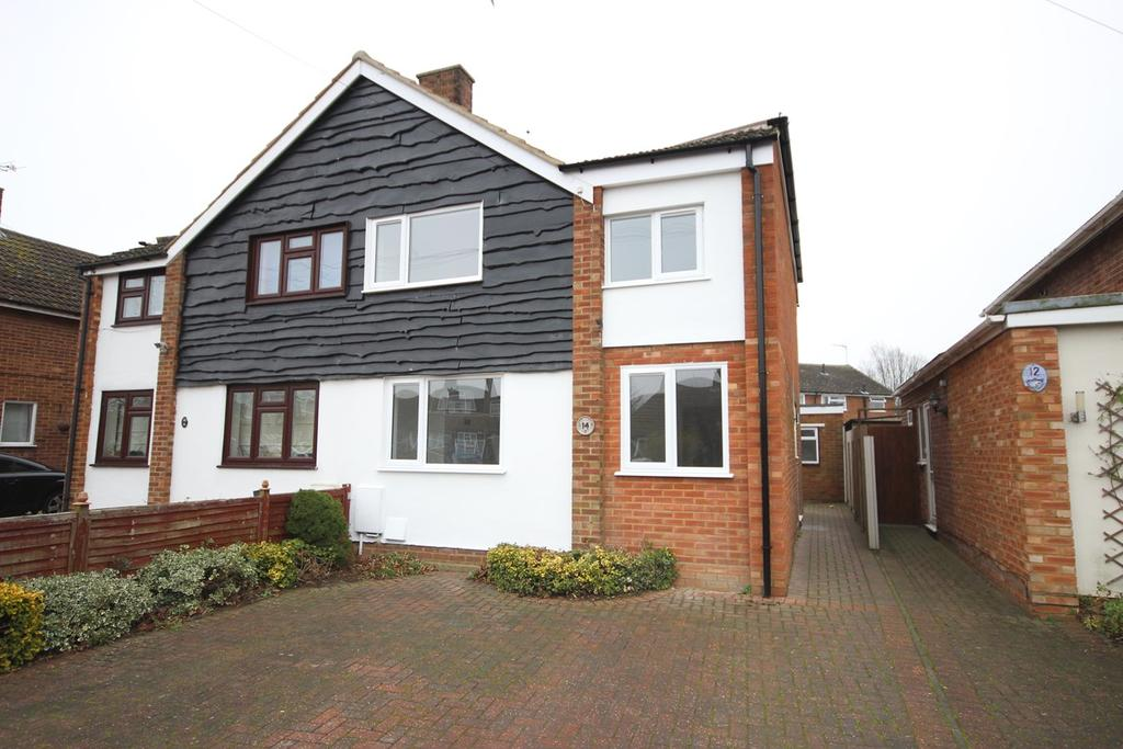 3 Bedrooms Semi Detached House for sale in Norman Road, Barton Le Clay, MK45