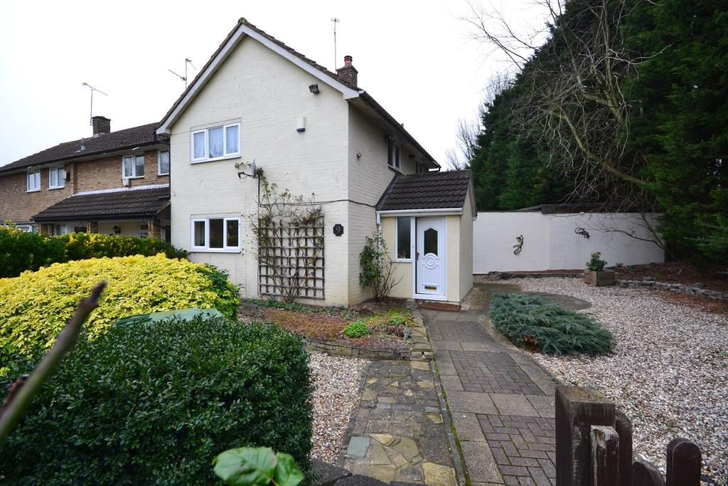 2 Bedrooms Terraced House for sale in Hockley Green, Basildon, SS14
