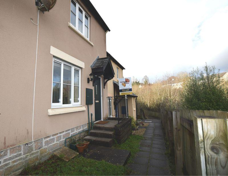 2 Bedrooms Terraced House for rent in The Gallops, Saltash