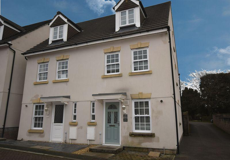 3 Bedrooms Terraced House for rent in Paddock Close, Saltash