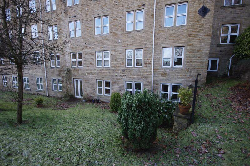 2 Bedrooms Apartment Flat for sale in 17 Spinners Hollow, Ripponden, HX6 4HY