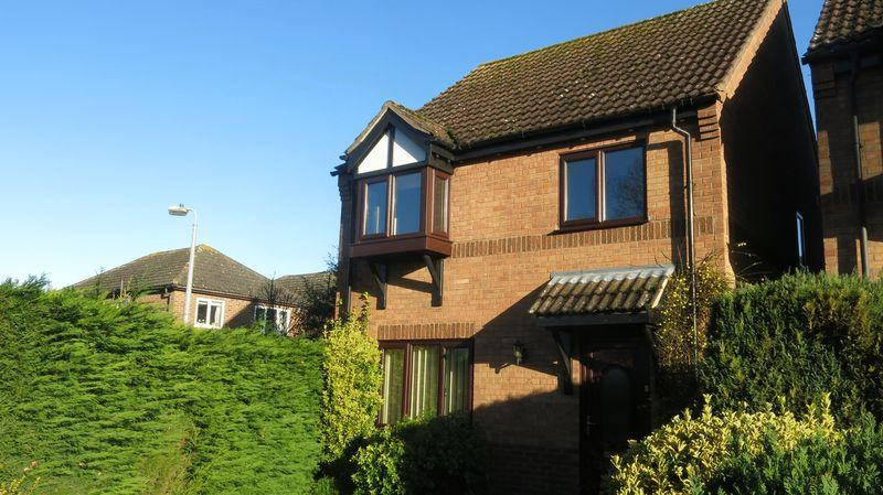 3 Bedrooms Detached House for rent in St Leonards Close, Woodhall Spa