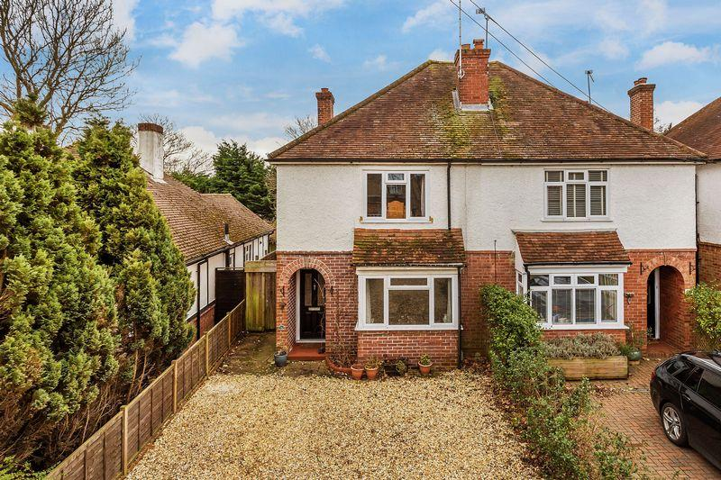 3 Bedrooms Semi Detached House for sale in Frimley Road, Camberley