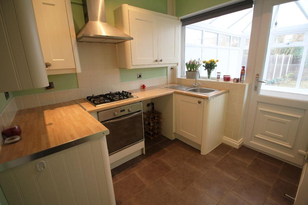 2 Bedrooms Terraced House for sale in Albany Road