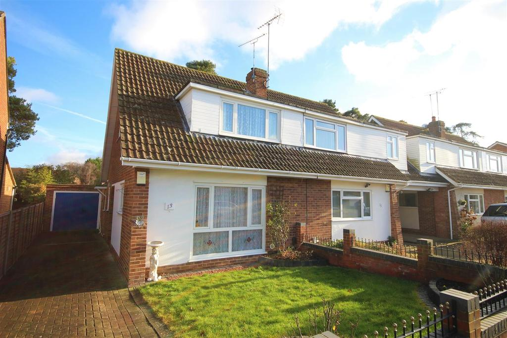 3 Bedrooms Semi Detached House for sale in Highgate Road, Woodley, Reading