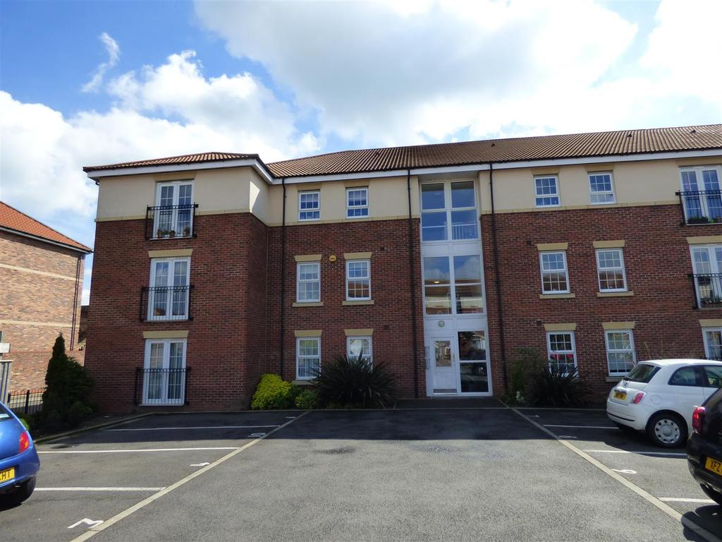 2 Bedrooms Flat for sale in Acklam Court, Beverley, East Yorkshire, HU17 0FL