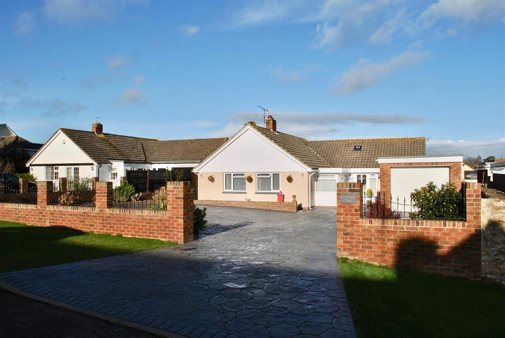 3 Bedrooms Detached Bungalow for sale in Trull