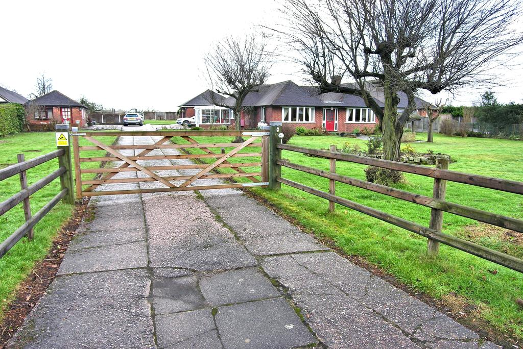 3 Bedrooms Detached Bungalow for sale in LONDON ROAD, WESTON, STAFFORD ST18