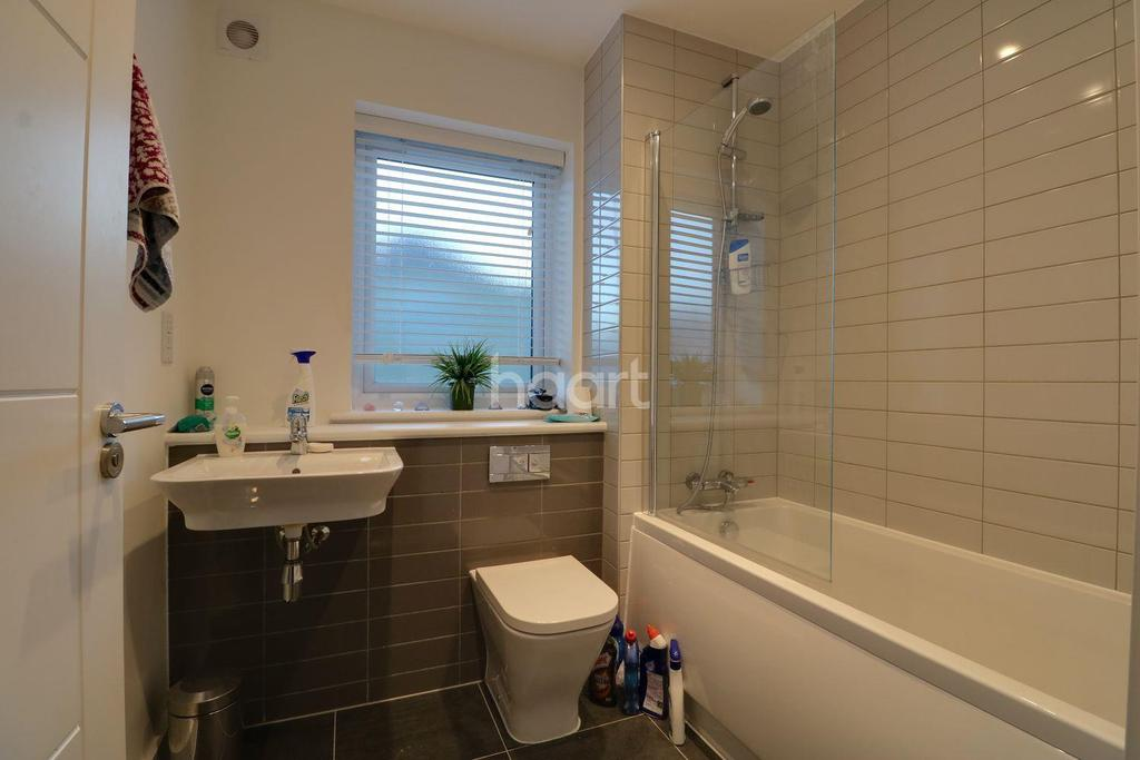 4 Bedrooms Detached House for sale in Springfield Drive, Westcliff on Sea