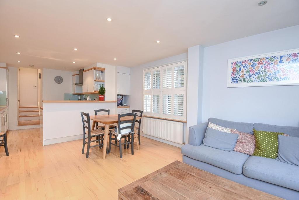 2 Bedrooms Flat for sale in Galesbury Road, Earlsfield
