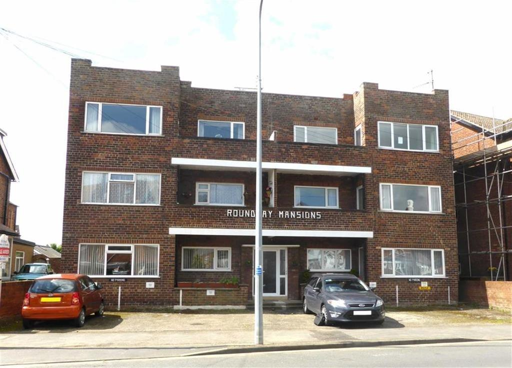 2 Bedrooms Apartment Flat for sale in Roundhay Mansions, Horsforth Avenue, Bridlington, East Yorkshire