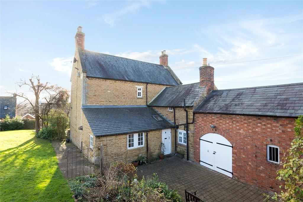 4 Bedrooms Detached House for sale in High Street, Great Billing Village, Northampton, NN3