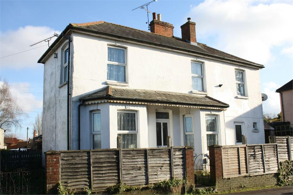 3 Bedrooms End Of Terrace House for sale in Alexandra Road, Aldershot, Hampshire