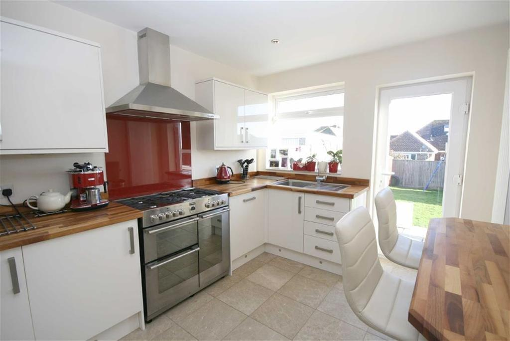 3 Bedrooms Chalet House for sale in Lincoln Avenue, Peacehaven
