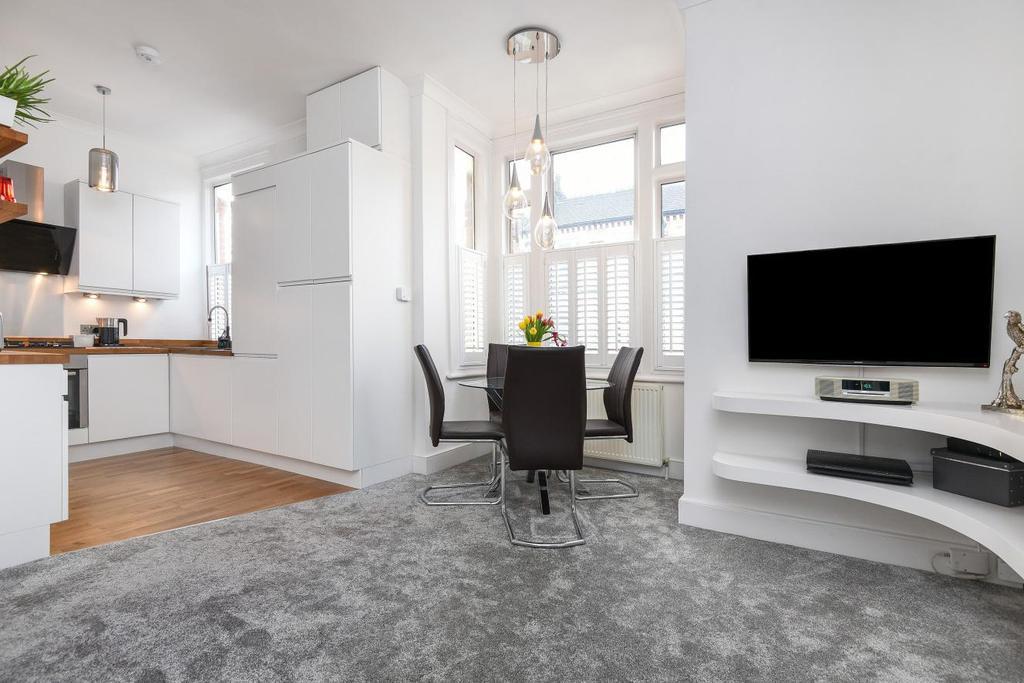 1 Bedroom Flat for sale in Strathblaine Road, Battersea