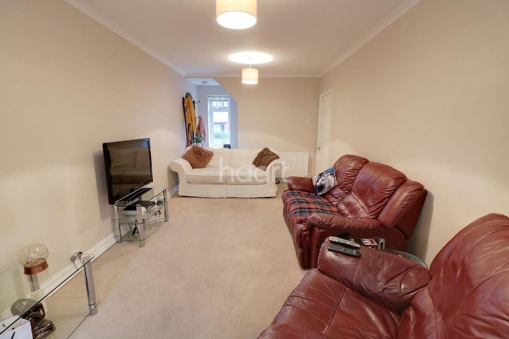 3 Bedrooms Semi Detached House for sale in Town Centre Location