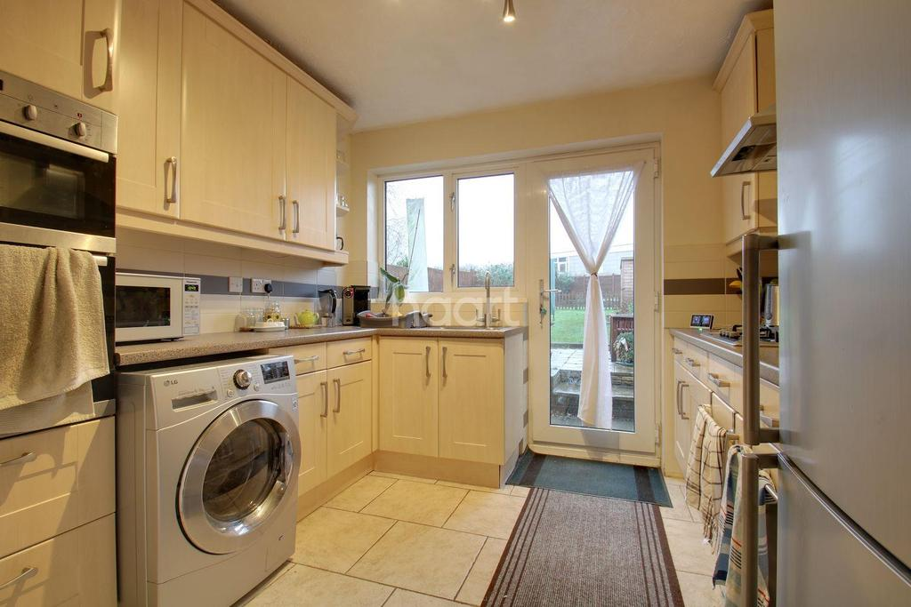 3 Bedrooms Semi Detached House for sale in Chertsey Rise, Shephall, Stevenage