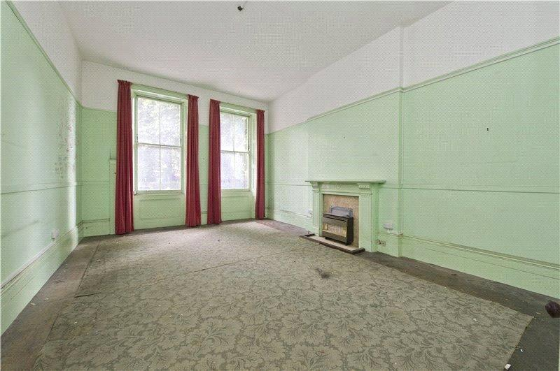 3 Bedrooms Maisonette Flat for sale in Nevern Square, London, SW5