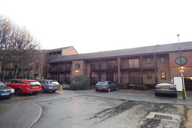 1 Bedroom Flat for sale in Castle Gardens, Nottingham, NG7