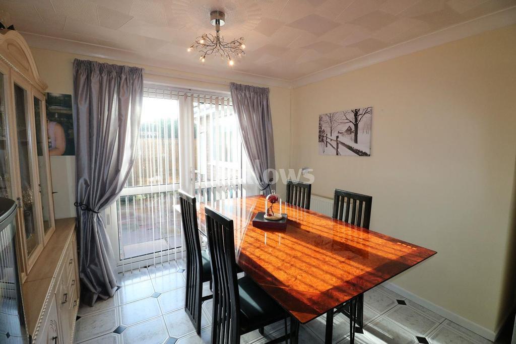 3 Bedrooms Bungalow for sale in Old Parish Road, Hengoed