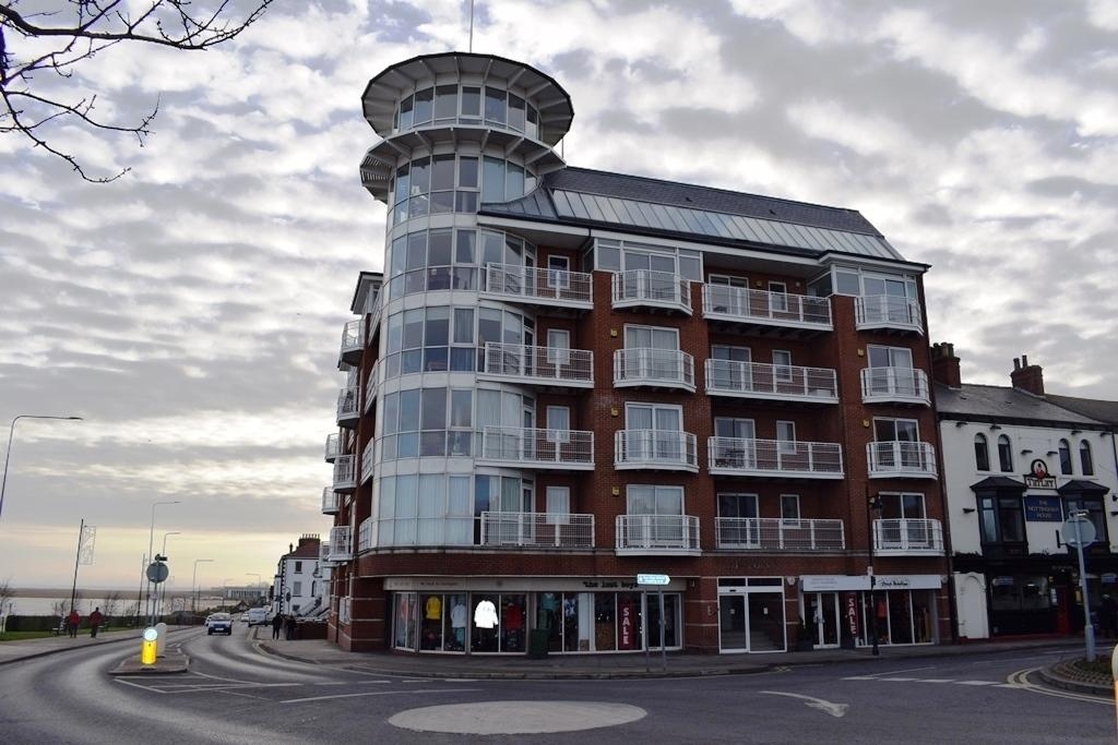 2 Bedrooms Apartment Flat for sale in The Point, Cleethorpes