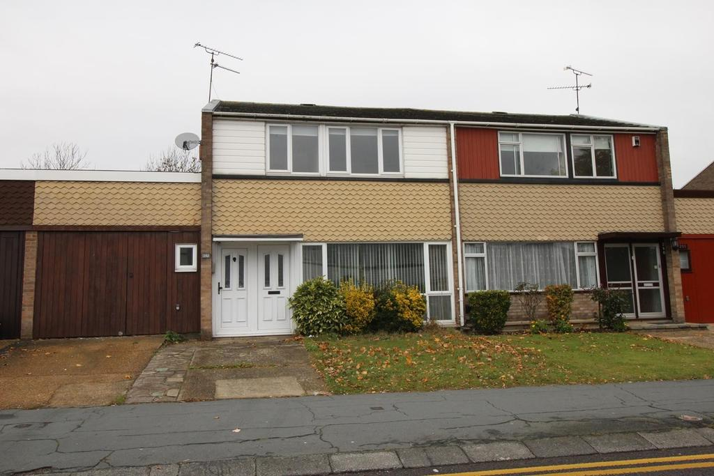 3 Bedrooms Semi Detached House for rent in Great Knightleys, Basildon, Essex, SS15