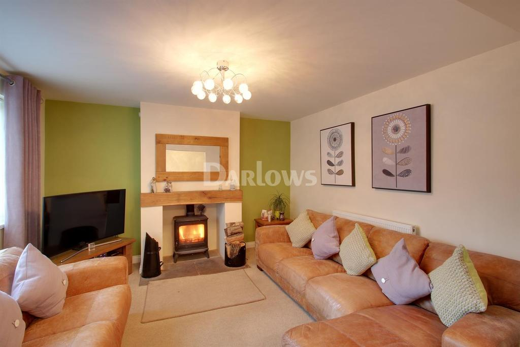 3 Bedrooms Semi Detached House for sale in Glosters Parade, New Inn
