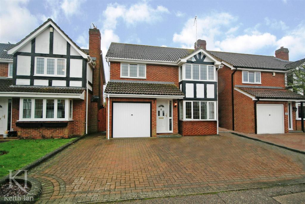 4 Bedrooms Detached House for sale in Lawrence Avenue, Stanstead Abbotts