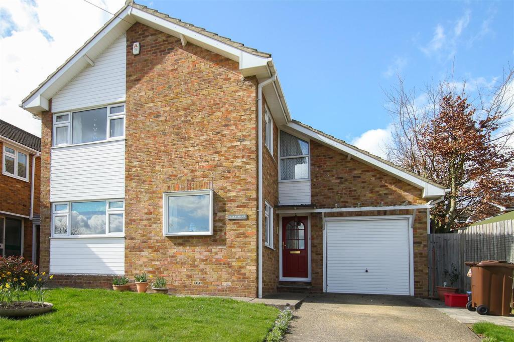 4 Bedrooms Detached House for sale in Beehive Chase Hook End