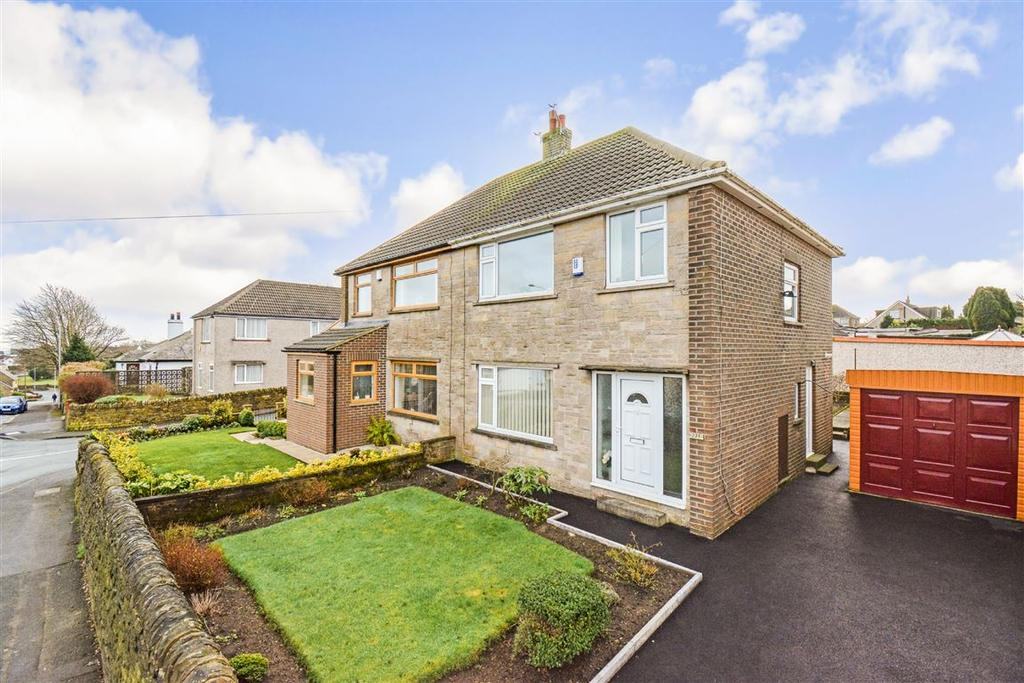 3 Bedrooms Semi Detached House for sale in Moor End Road, Halifax