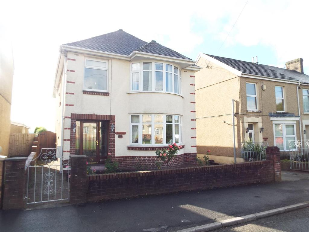 4 Bedrooms Detached House for sale in Pontarddulais Road, Llangennech, Llanelli