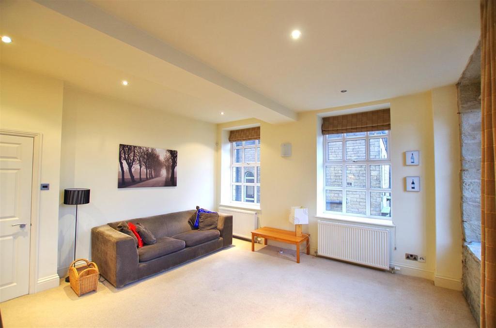 2 Bedrooms Flat for sale in Rochdale Road, West Vale