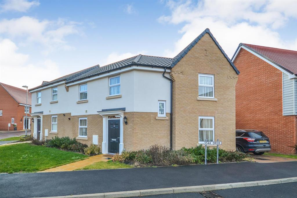 3 Bedrooms Semi Detached House for sale in Oak Drive, Southminster