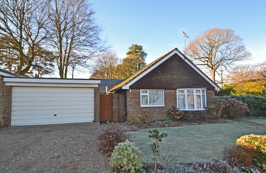 2 Bedrooms Detached Bungalow for sale in Storrington, West Sussex, RH20