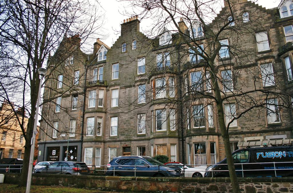 2 Bedrooms Flat for sale in 5 (4F2 or Flat 10) Argyle Park Terrace, Marchmont, Edinburgh EH9 1JY
