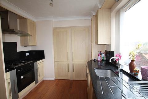 3 bedroom flat to rent - The Parkway, HU16