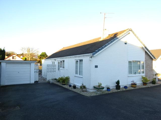 3 Bedrooms Detached Bungalow for sale in PANT LODGE, LLANFAIRPWLL LL61