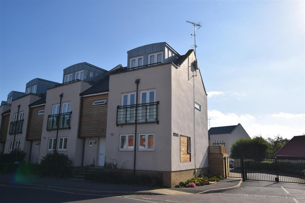 3 Bedrooms House for sale in Goldhanger Road, Heybridge, Maldon