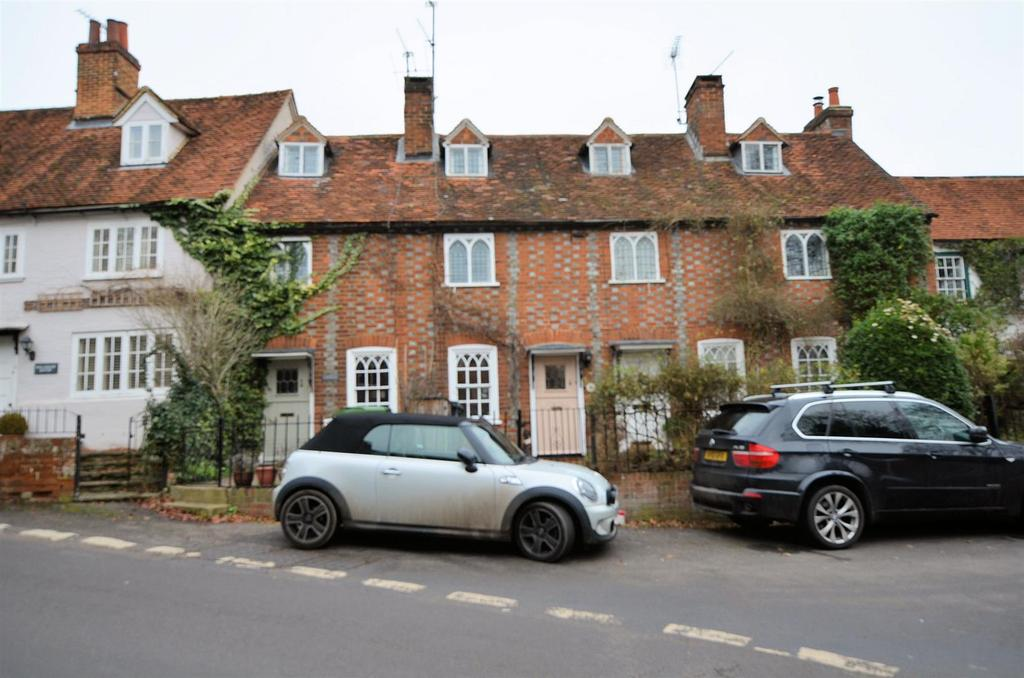 2 Bedrooms Terraced House for sale in Hill Cottages, Whitchurch On Thames, Reading