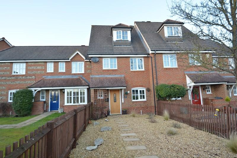 3 Bedrooms Town House for sale in Berry Way, Andover