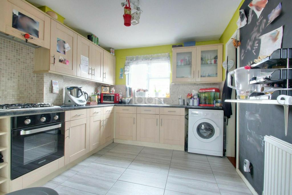 2 Bedrooms Semi Detached House for sale in Pryor Close, Witham