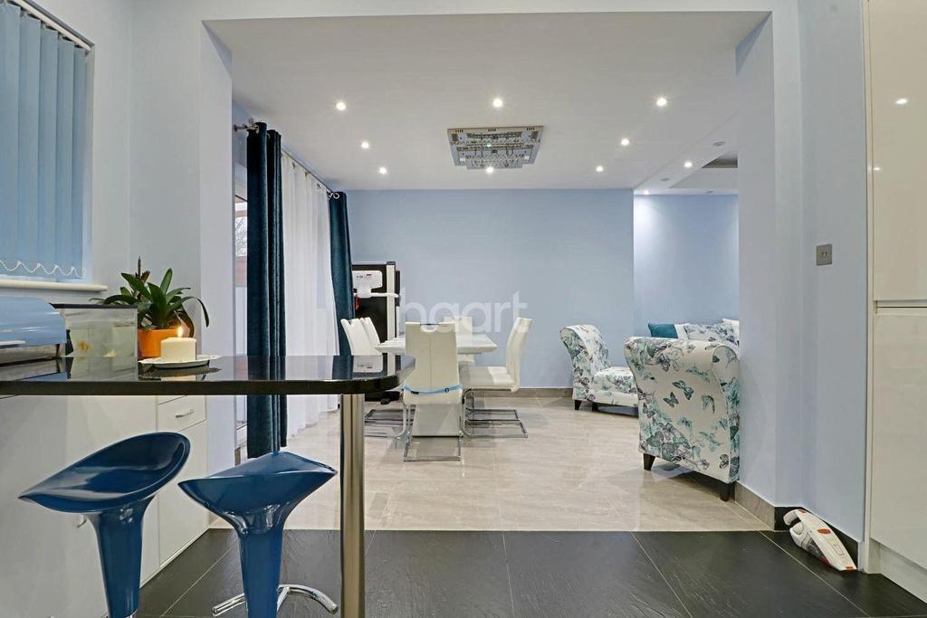 3 Bedrooms Bungalow for sale in Beechcroft Gardens, Wembley Park